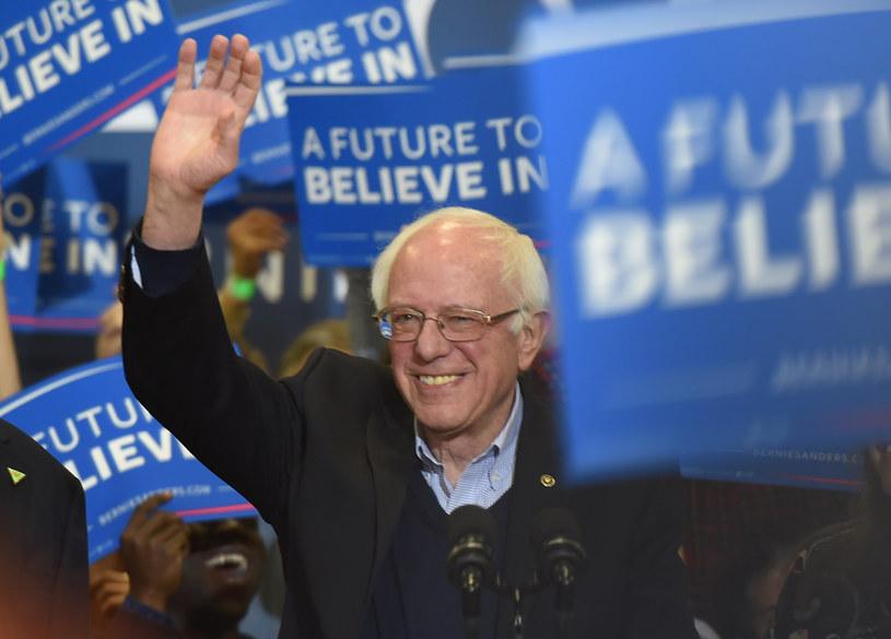 Sondaże pokazują, że u osób poniżej 30. roku życia Sanders ma kilkakrotnie większe poparcie niż Clinton /Don EMMERT / AFP /AFP