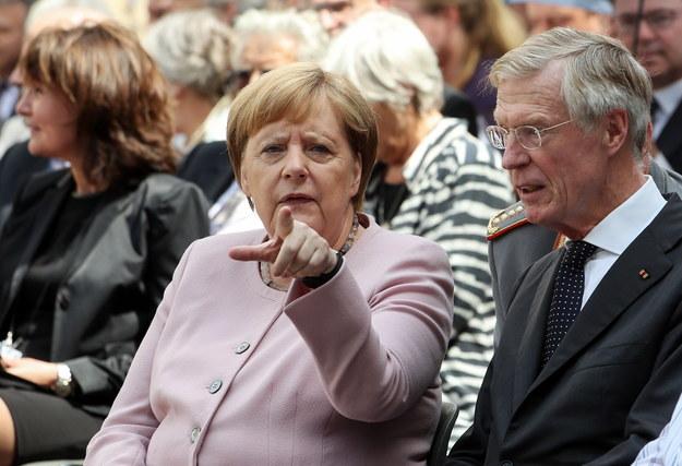 sondażu wynika, że na kanclerz Merkel głosowali głównie mężczyźni, mieszkańcy średnich miast /Felipe Trueba /PAP/EPA