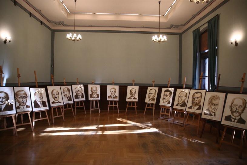 Sonderaktion Krakau była jedną z najbrutalniejszych akcji przeciwko polskiej inteligencji (na zdjęciu fotografie ofiar) /Łukasz Gagulski /PAP