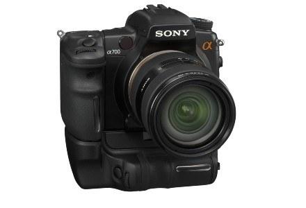 Sony A700 z dodatkowym gripem /materiały prasowe