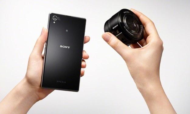 Sony Cyber-shot DSC-QX10 to ciekawy pomysł i zupełnie nowy segment urządzeń /materiały prasowe