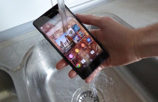 Sony doprecyzowuje kwestie wodoszczelności smartfonów Xperia /INTERIA.PL