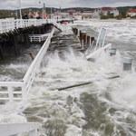 Sopockie molo zamknięte, w Gdańsku przewróciło się rusztowanie. Na Bałtyku szaleje sztorm