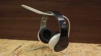 Soporte para auriculares hecho con un alambre