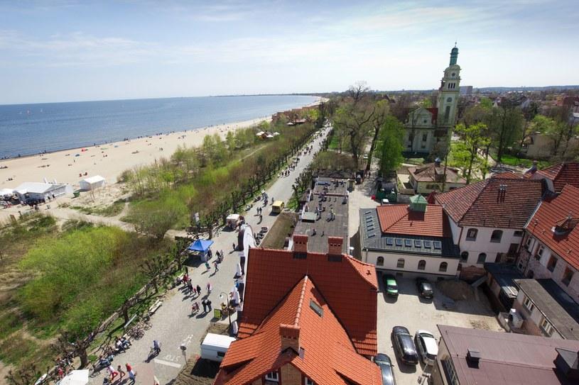 Sopot, wzdłuż plaży ciągną się pasy zieleni z wydzielonym deptakiem /123RF/PICSEL