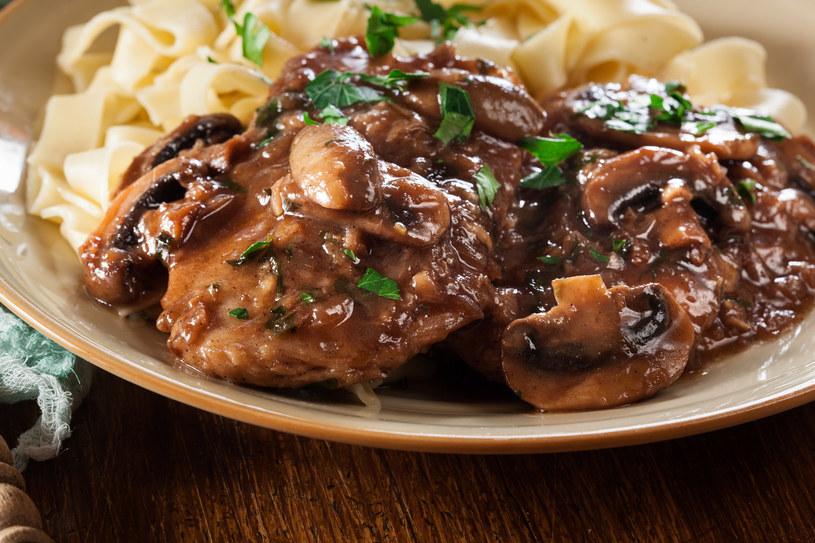 Sos grzybowy to wspaniały dodatek między innymi do mięs, makaronów i ziemniaków /123RF/PICSEL