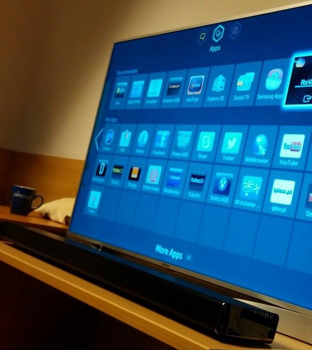 Soundbar Samsung HW-F750 i Samsung Smart TV UE46F8500 /INTERIA.PL