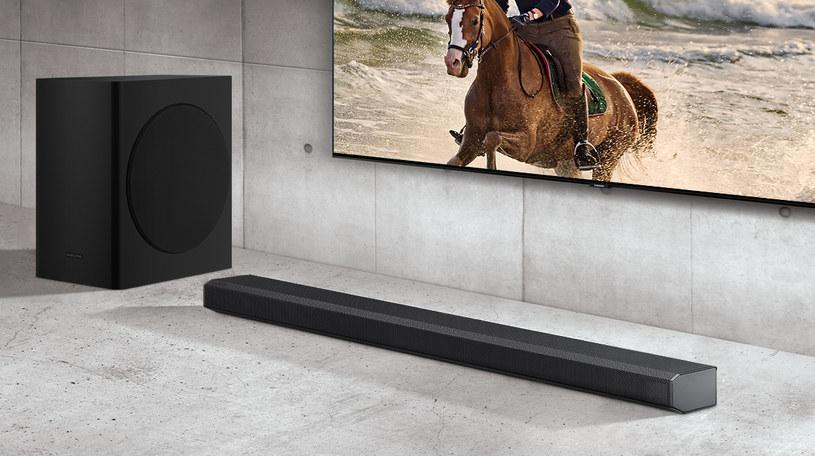 Soundbar Samsung Q70T i najnowsze telewizory QLED Samsunga z 2020 roku wzajemnie się uzupełniają /materiały promocyjne