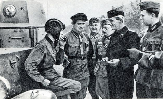 Sowieccy i niemieccy żołnierze we wrześniu 1939 roku /Agencja FORUM
