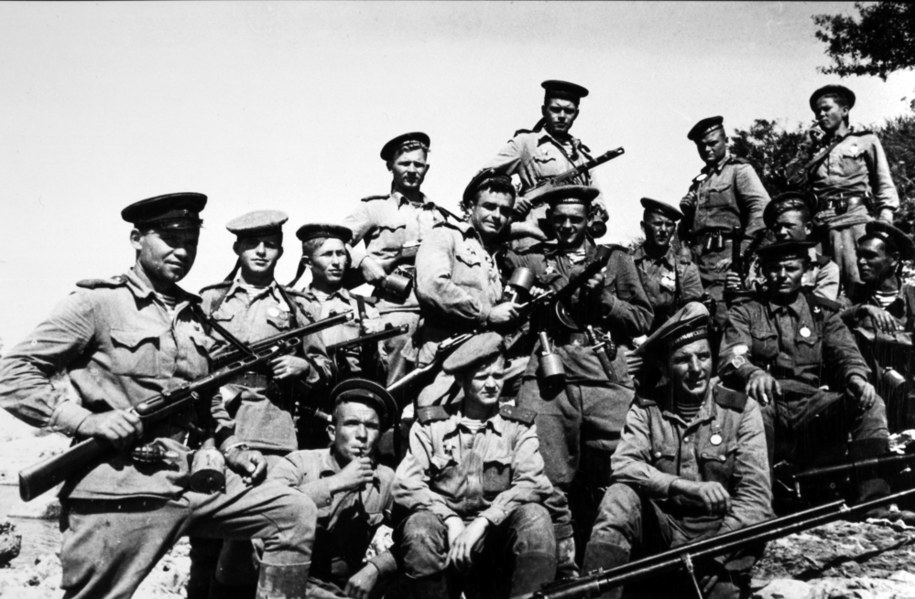 Sowieccy żołnierze na zdjęci z 1943 roku / Agentur Voller Ernst /PAP/DPA