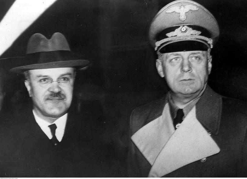 Sowiecki komisarz ludowy Wiaczesław Mołotow (z lewej) u niemieckiego ministra spraw zagranicznych Joachima von Ribbentropa. Zdjęcie z listopada 1940 roku /Z archiwum Narodowego Archiwum Cyfrowego