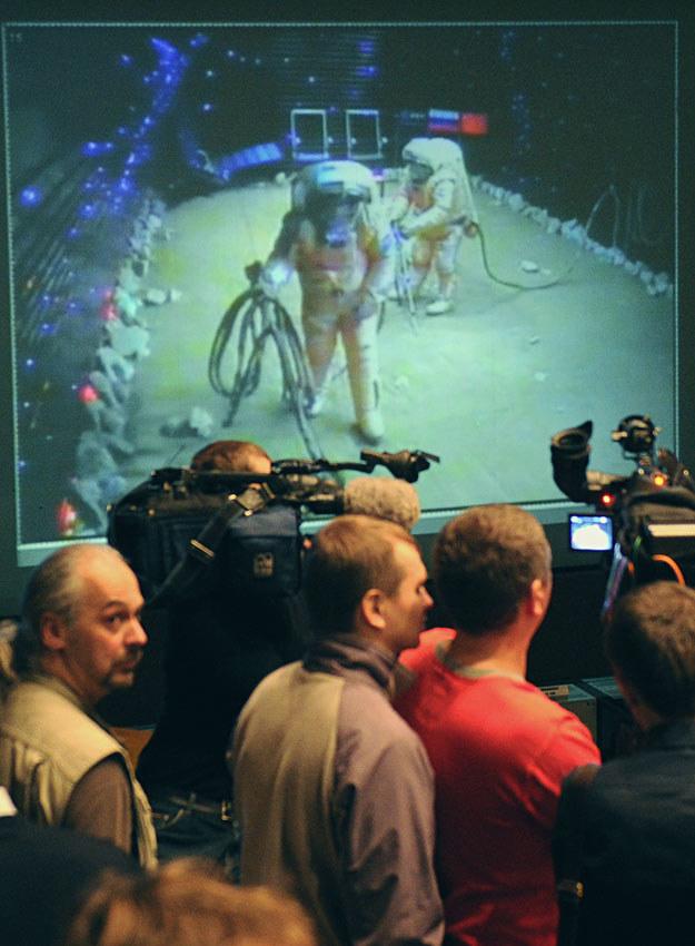 """Spacer po powierzchni """"Marsa"""" /AFP"""