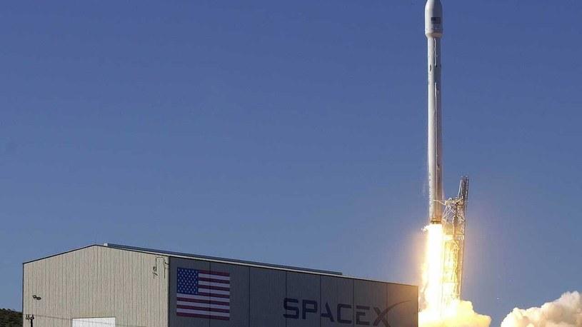SpaceX z powodzeniem wystrzeliło kolejne satelity /materiały prasowe