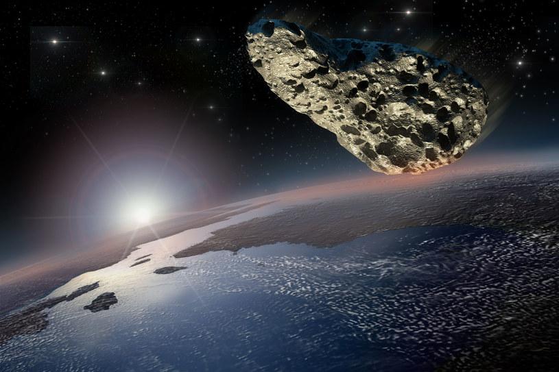 Spadająca asteroida może stanowić ogromne zagrożenie dla całej Ziemi /123RF/PICSEL