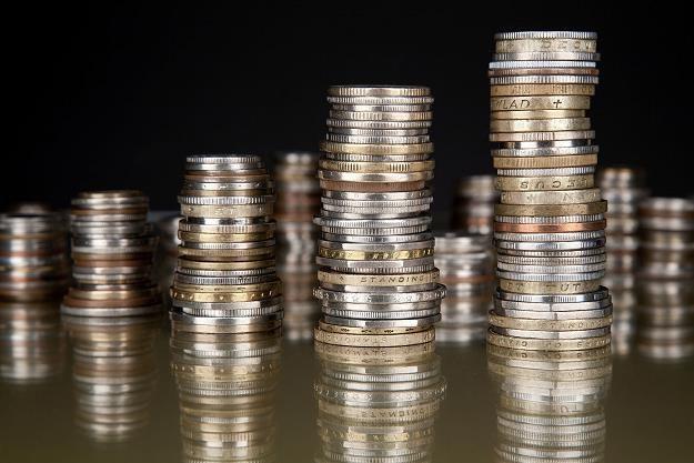 Spadające stopy procentowe wymusiły na bankach obniżenie maksymalnego pułapu oprocentowania /©123RF/PICSEL