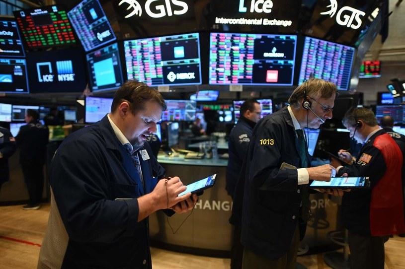 Spadki i atmosfera wyczekiwania na nowojorskich giełdach /AFP