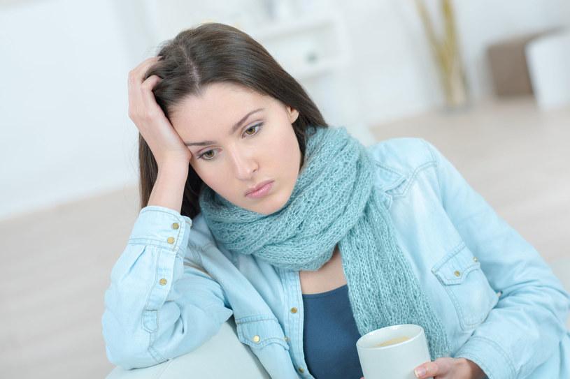 Spadki nastroju, rozdrażnienie i złe samopoczucie? To może być tarczyca /123RF/PICSEL