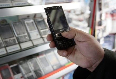Spadki przychodów odnotowali wszyscy polscy operatorzy /AFP