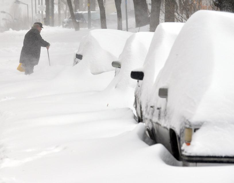 Spadł śnieg. Mieszkańcy bez prądu /AFP