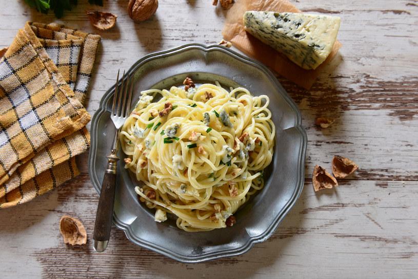 Spaghetti w sosie serowym /123RF/PICSEL