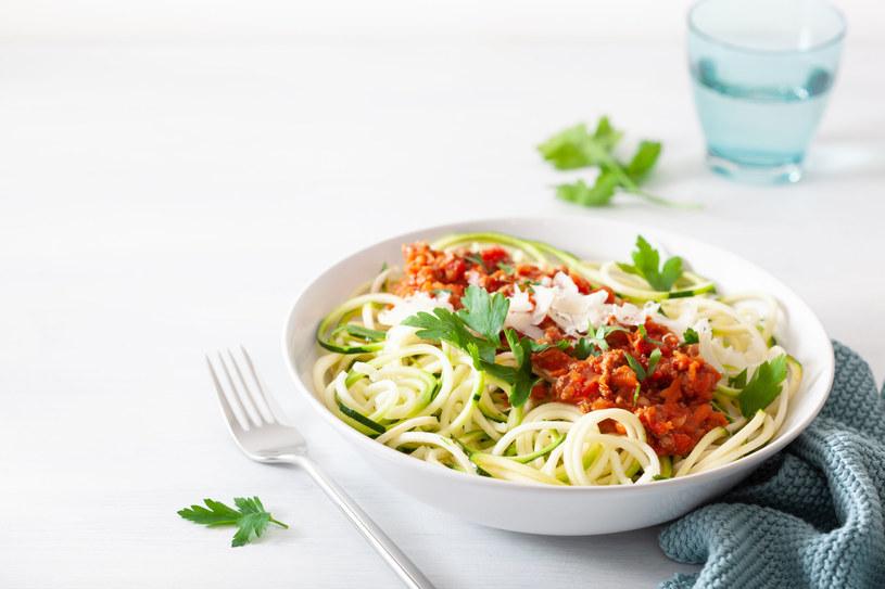 Spaghetti z cukinii /123RF/PICSEL