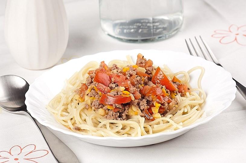 Spaghetti z indykiem i sosem ze świeżych pomidorów /materiały prasowe