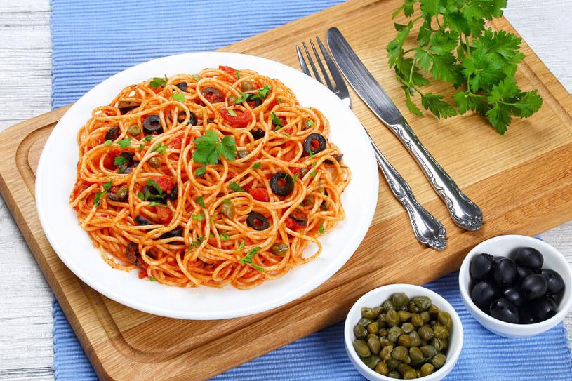 Spaghetti z kaparami /123RF/PICSEL