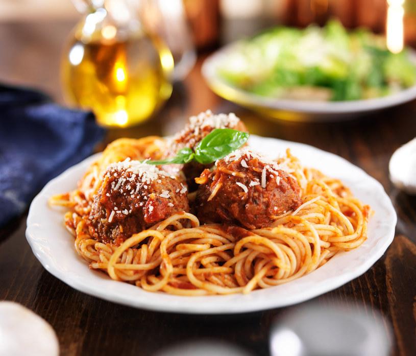 Spaghetti z klopsami /123RF/PICSEL