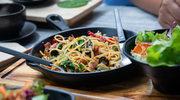 Spaghetti z papryczką chili i oliwkami