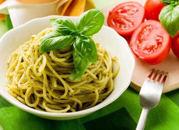 Spaghetti z pietruszkowym pesto /123RF/PICSEL