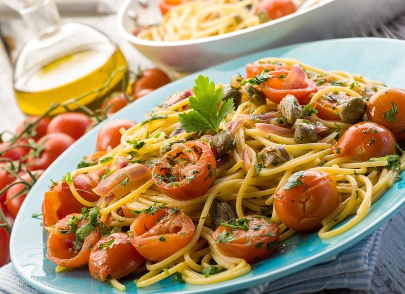 Spaghetti z pomidorami, cytryną i natką /123/RF PICSEL /123RF/PICSEL