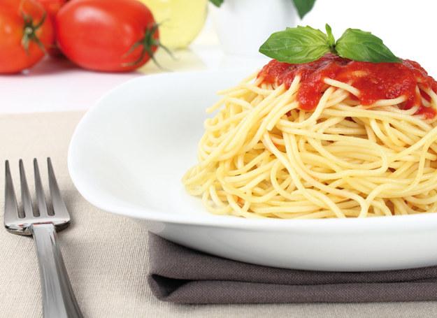 Spaghetti z sosem pomidorowym /123RF/PICSEL