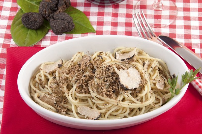 Spaghetti z truflami - specjał ze środkowych Włoch /123RF/PICSEL