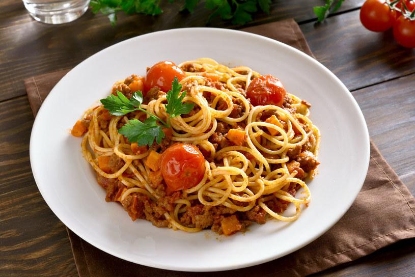 Spaghetti z wyśmienitym sosem mięsno-warzywnym /123RF/PICSEL