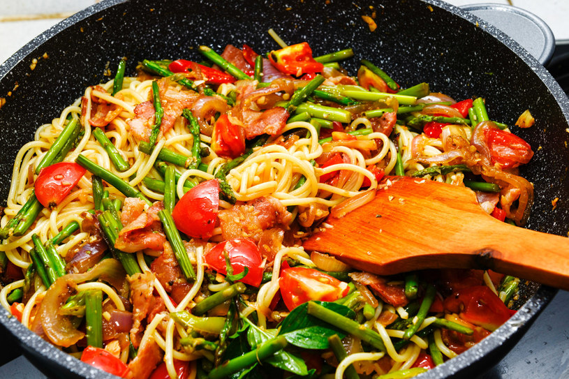 Spaghetti ze szparagami /123RF/PICSEL