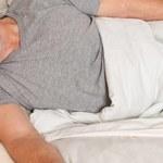 Spali obok zwłok, byli przywiązywani do łóżek. Tragiczna sytuacja w domu starców