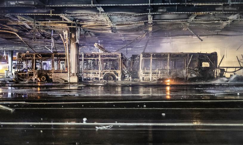 Spalone autobusy najpewniej nie będą nadawać się do użytku /DPA/Associated Press/East News /East News