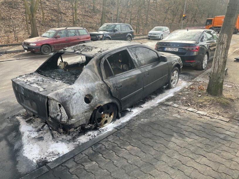 Spalony samochód należący do jednego z pracowników Ambasady RP w Berlinie /Ambasada RP w Berlinie /PAP