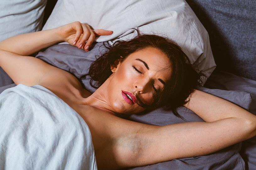 Spanie nago może poprawić jakość snu /Picsel /123RF/PICSEL