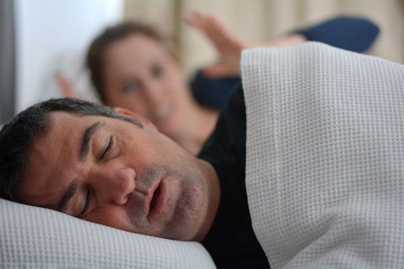 Spanie z partnerem to nawet 50 proc. więcej nocnych pobudek /123RF/PICSEL