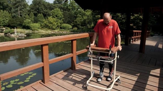 Sparaliżowany od pasa w dół odzyskał czucie w nogach