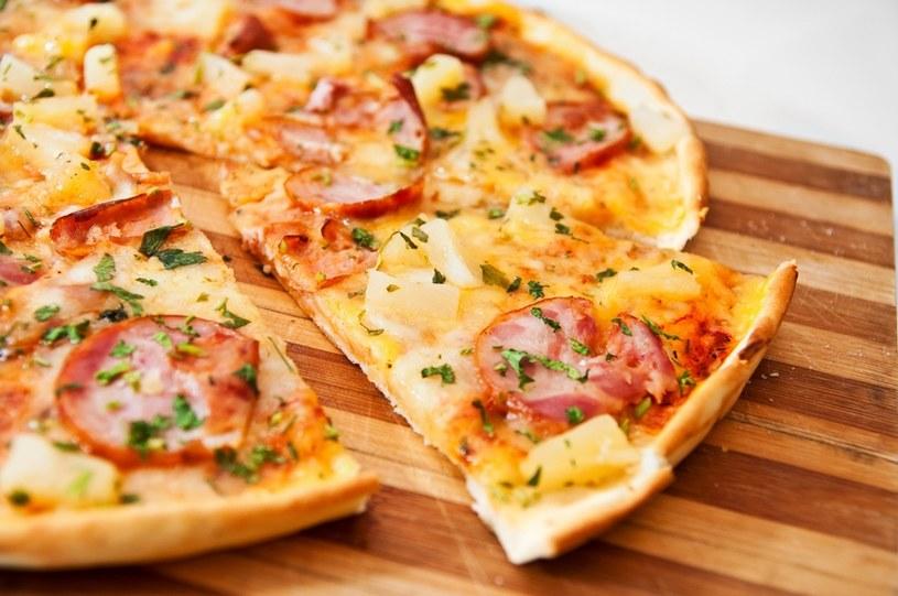 Specjaliści twierdzą, że najlepsza jest pizza na cienkim cieście. /© Panthermedia