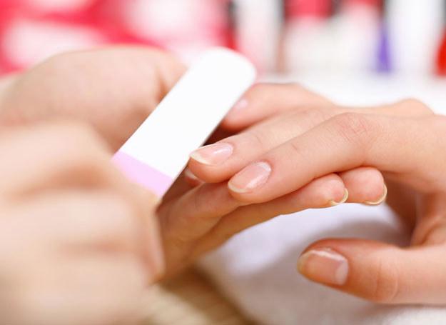 Specjalna baza do paznokci uchroni je przed przebarwieniami /123RF/PICSEL