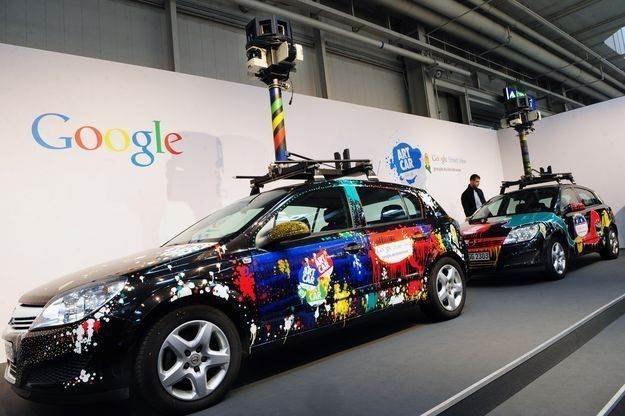 Specjalny samochód wykorzystywany do skanowania ulic dla usługi Street View - targi CeBIT 2010 /AFP