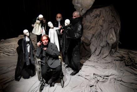 """Spektakl """"Król umiera"""" Eugene'a Ionesco w reżyserii Francois Lazaro /materiały prasowe"""