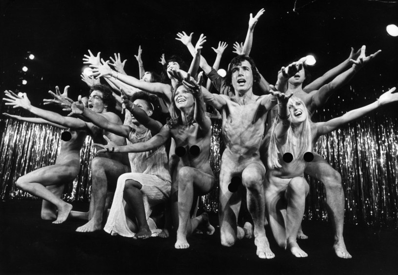 Spektakl w Paryżu, 1975 r., fot. Keystone / Stringer /Getty Images
