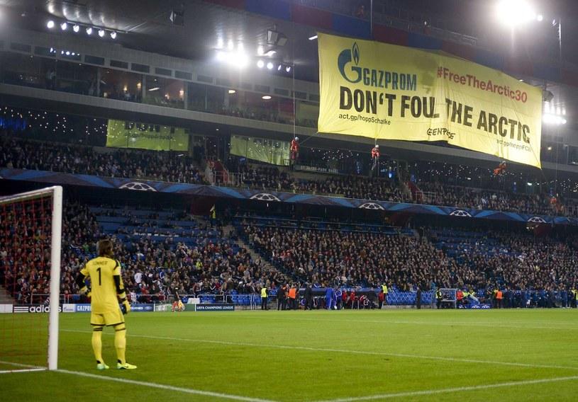 Spektakularna akcja Greenpeace na stadionie w Bazylei /AFP