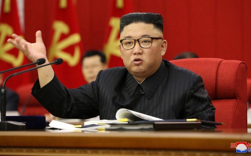 Spekuluje się, że uprzednio ważący 140 kg przywódca, mógł stracić między 10 a 20 kg wagi /KCNA /EPA