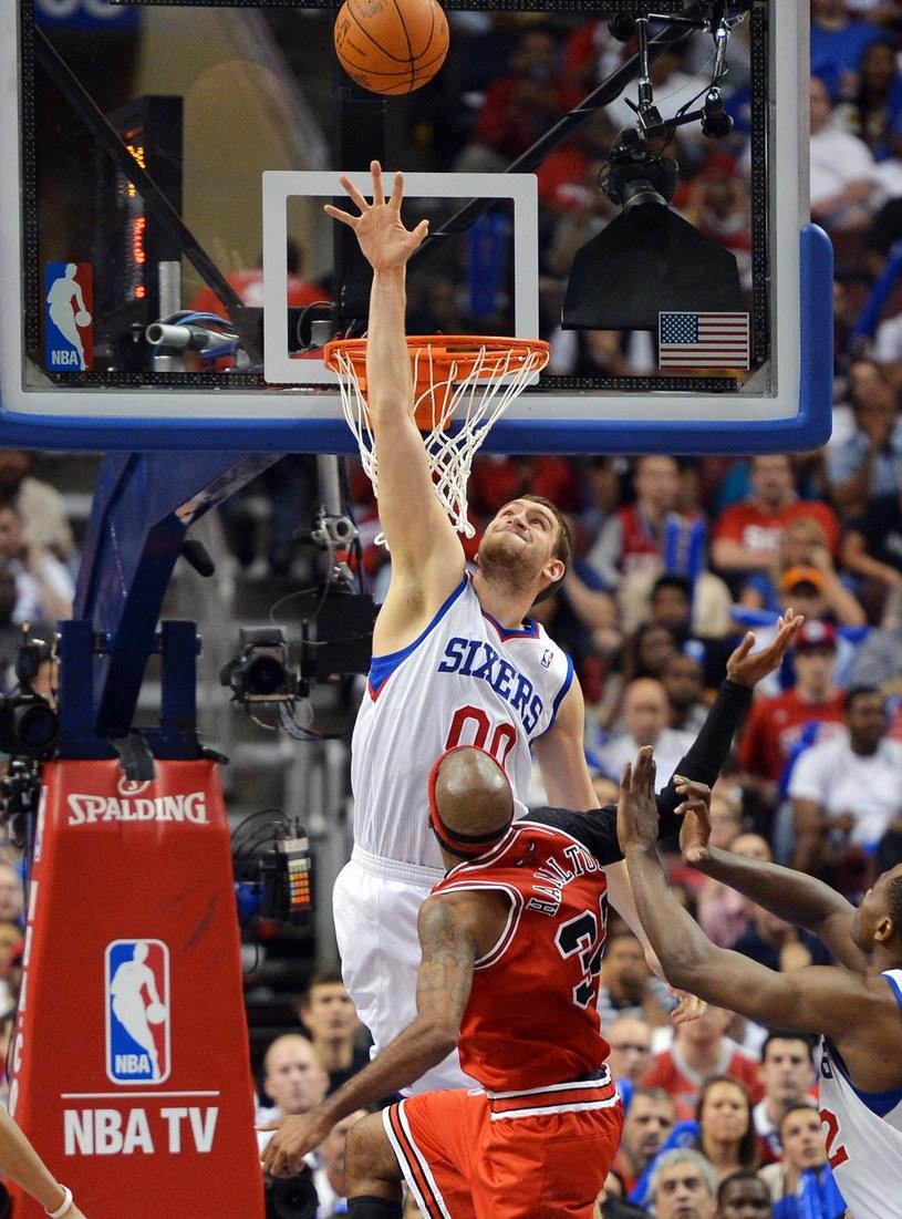 Spencer Hawes, koszykarz Philadelphia 76'ers /AFP