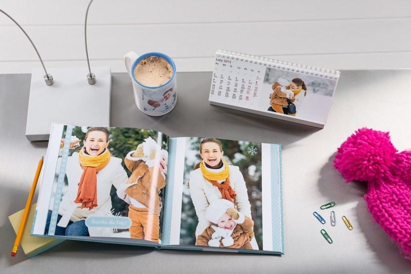 Spersonalizowany kubek, kalendarz i książka /empikfoto.pl /materiały prasowe